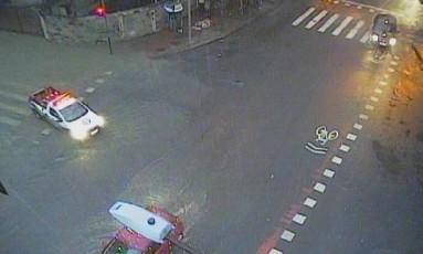 Rua Muniz barreto, em Botafogo, alagada apos chuva Foto: Reprodução/COR