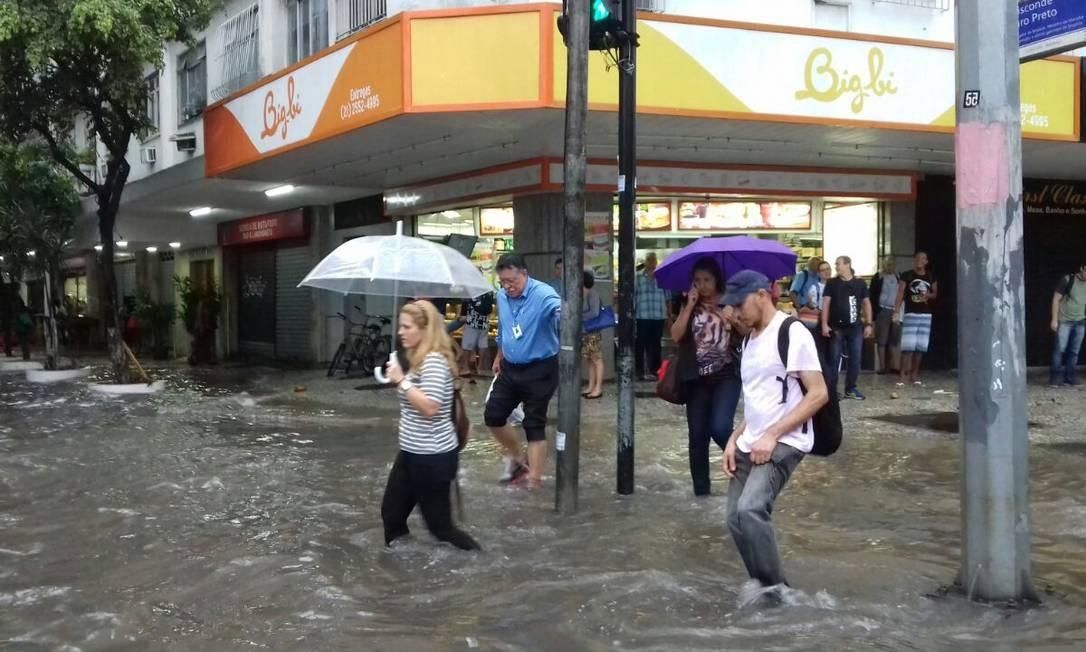 Chove forte em diversos bairros do Rio