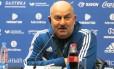 O técnico da seleção russa, Stanislav Cherchesov, em entrevista coletiva nesta quinta-feira Foto: Bernardo Mello