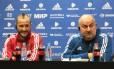 Cherchesov ao lado de Kudryashov, um dos dez jogadores que passaram por teste antidoping surpresa na quarta-feira Foto: Bernardo Mello