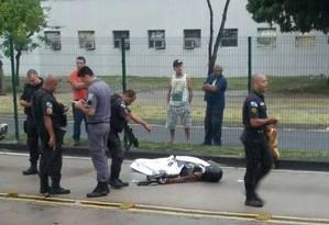 Bandido morreu no local após trocar tiros com policiais Foto: Reprodução/Redes Sociais