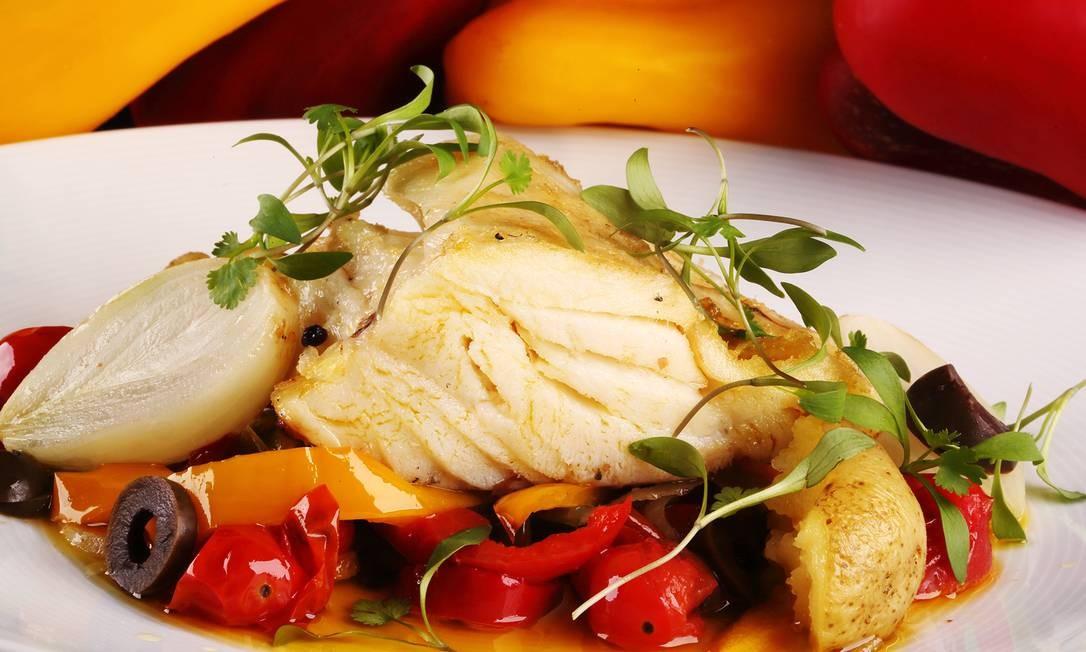 Julieta Restaurante. Lombo de bacalhau com legumes à provençal é uma das opções do menu (R$ 95, principal e sobremesa). Praia do Flamengo 340, Flamengo. (2551-1278) Foto: Jose Renato Antunes / Divulgação