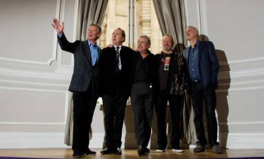 Alguns dos integrantes da trupe: Michael Palin, Eric Idle, Terry Jones, Terry Gilliam e John Cleese Foto: LEON NEAL / Infoglobo