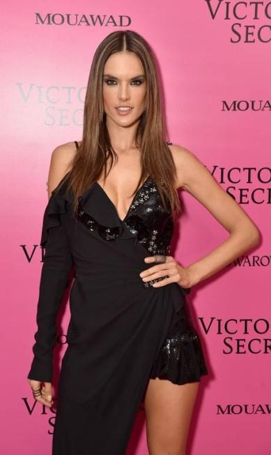 Alessandra Ambrósio, que não é mais uma angel da Victoria's Secret, aparece nas listas das modelos mais sensuais e icônicas Theo Wargo / Getty Images for Victoria's Secret