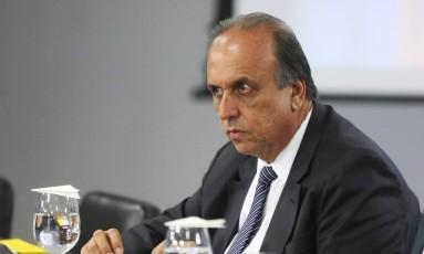 Pezão diz que R$ 1 bi dará para um ano de investimentos (Arquivo) Foto: Ailton de Freitas / Agência O Globo