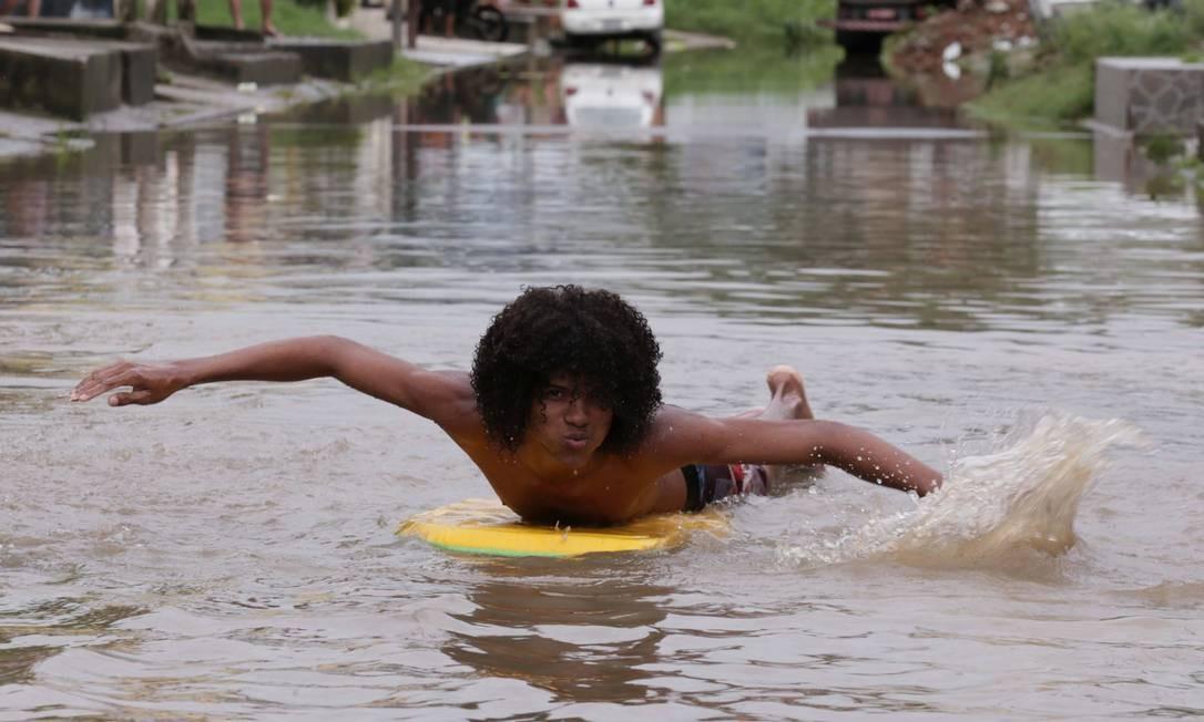 Chuva causa prejuízos em Nova Iguaçu