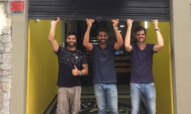 Os sócios Arthur, à esquerda, Alexandre e Luiz Henrique na Porta do Pão Nosso Foto: Divulgação