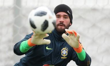 Alisson durante treino da seleção brasileira em Moscou Foto: Lucas Figueiredo/CBF