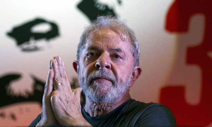 Constituição manda dar habeas corpus a Lula