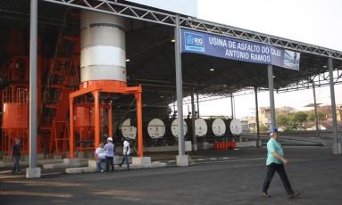 A usina de asfalto do Caju quando foi inaugurada, em 2013 Foto: Pedro Teixeira/06-08-2013