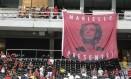 Bandeira em homenagem a Marielle foi exposta no Fla-Flu Foto: Alexandre Cassiano