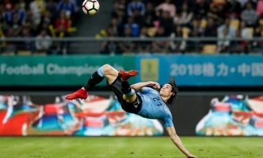 Cavani faz gol de bicicleta na vitória do Uruguai sobre a República Tcheca Foto: CHINA STRINGER NETWORK / REUTERS