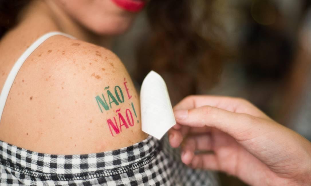 Movimentos como o Não é não!, surgido nesse carnaval, ajudam a encorajar denúncias de assédio Foto: Anette Clara (divulgação)