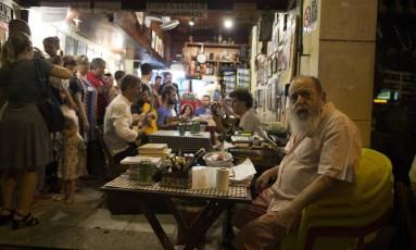 O Bar Bip Bip em Copacabana, tradicional reduto do samba Foto: Guito Moreto / Agência O Globo