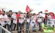 Militantes do PT fazem manifestação em frente ao STF Foto: Givaldo Barbosa/Agência O Globo/22-03-2018