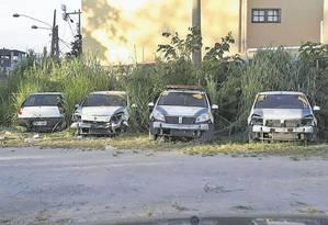 Sucata. Quatro veículos da GM em péssimo estado de conservação, na Cidade da Ordem Pública, no Barreto Foto: Foto de leitor / Terceiro