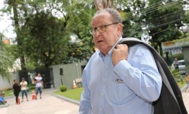 O empresário Zwi Skornicki presta depoimento na Justiça Federal de Curitiba Foto: Geraldo Bubniak/Agência O Globo/03-02-2017
