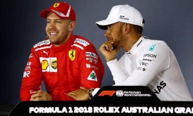 Sebastian Vettel e Lewis Hamilton durante a coletiva de imprensa após o treino oficial do GP da Austrália Foto: BRANDON MALONE / REUTERS