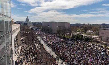 Multidão participa de marcha em Washington neste sábado pelo controle de armas no país Foto: ALEX EDELMAN / AFP