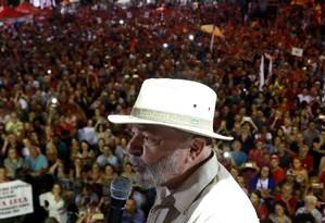 Lula durante caravana em São Leopoldo, no Rio Grande do Sul Foto: DIEGO VARA / REUTERS