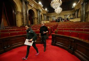Líderes da CUP, partido da esquerda separatista catalã, deixam plenária do Parlamento local após sessão ser cancelada Foto: ALBERT GEA / REUTERS