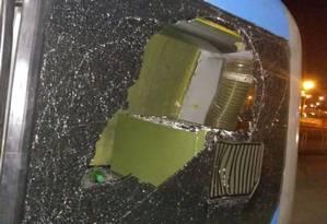 Ônibus do BRT foi depredado durante a madrugada Foto: Divulgação