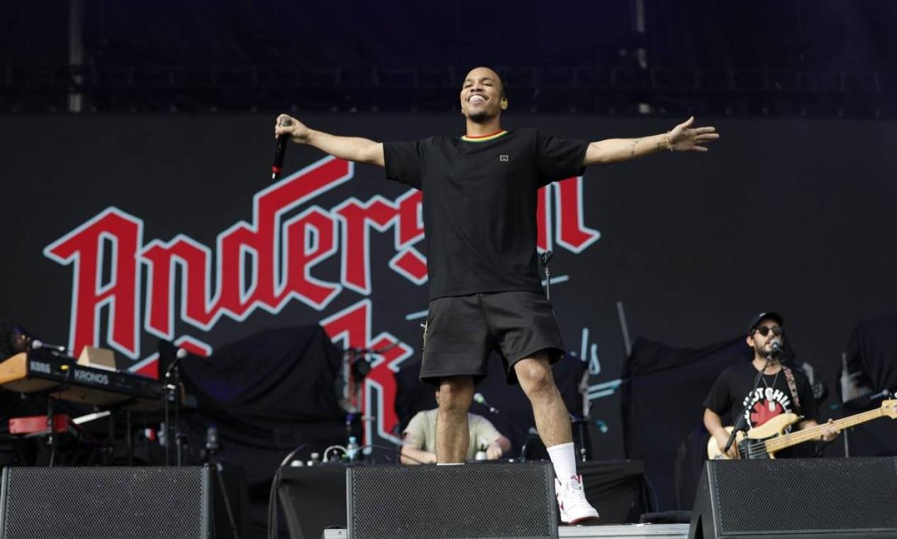 O rapper Anderson Paak subiu pela primeira vez num palco no Brasil e fez apresentação performática dançando e correndo de um lado para o outro Foto: Lucas Tavares / Agência O Globo