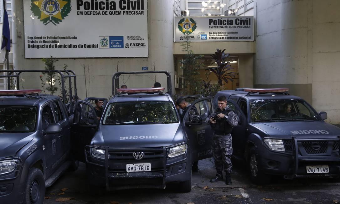 CI Rio de Janeiro (RJ) 24/03/2018 - Movimentaçao Policial na DH Barra Apos Ocorrencia de Varias Vitimas Fatais na Rocinha , Barra RJ , Fotos : Fabio Guimaraes / Extra / Agencia O Globo. Foto: Fábio Guimarães / Agência O Globo