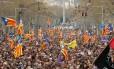Protesto nas ruas de Barcelona após prisão do ex-presidente catalão Carles Puigdemont