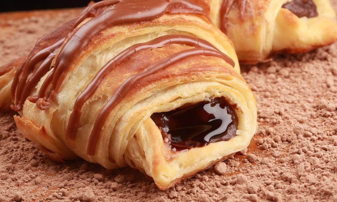 Casa Cavé: O croissant de chocolate (R$ 8,70) é destaque entre as sobremesas da casa. Rua Sete de Setembro 137, Centro (2221-0533). Foto: Divulgação/Berg Silva