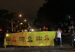 Manifestantes protestam contra o juiz Sergio Moro na frente da TV Cultura, em São Paulo Foto: Edilson Dantas / Agência O Globo