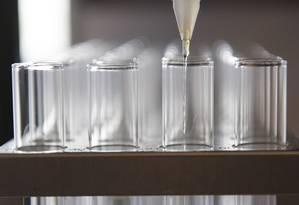 Tubos de ensaio são preparados para testes de hepatite C: exames simples e conjuntos da doença do tipo B ajudariam na luta pela erradicação Foto: David Paul Morris/Bloomberg