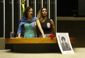 A viúva de Marielle, Mônica Tereza Benício, e a irmã da vereadora, Anielle Silva Foto: Givaldo Barbosa / Agência O Globo