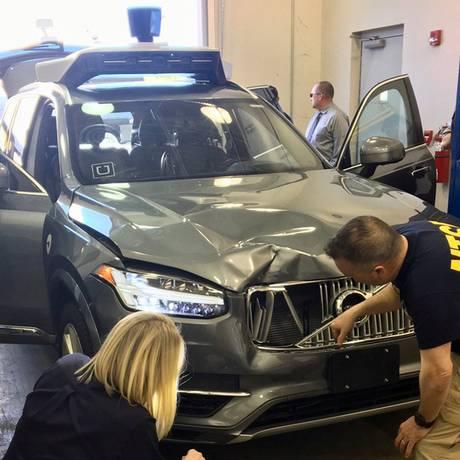 O National Transportation Safety Board (NTSB) analisa o veículo autônomo do Uber envolvido no acidente que matou uma mulher no Arizona Foto: HANDOUT / REUTERS/20-3-2018