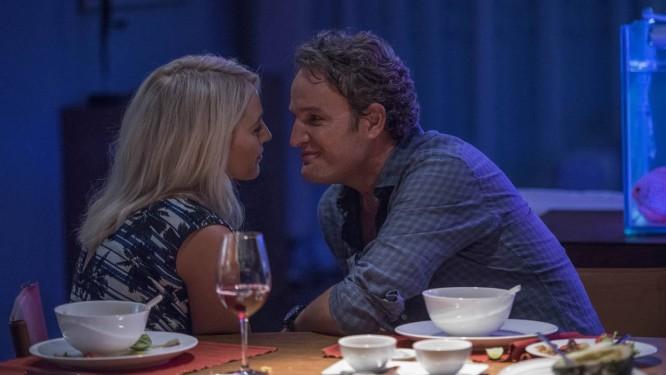 Blake Lively e Jason Clarke em cena de 'Por trás dos seus olhos' Foto: Divulgação/Roland Neveu