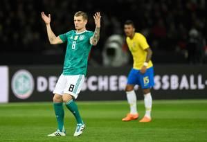 O meia alemão Toni Kroos lamenta chance desperdiçada na derrota para o Brasil Foto: ROBERT MICHAEL / AFP