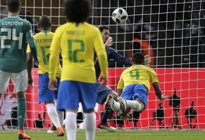 Número 9, Gabriel Jesus marcou o gol da vitória do Brasil sobre a Alemanha Foto: Markus Schreiber / AP
