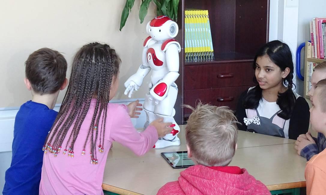 O robô Elias está ensinando línguas em escola primária Foto: STAFF / REUTERS