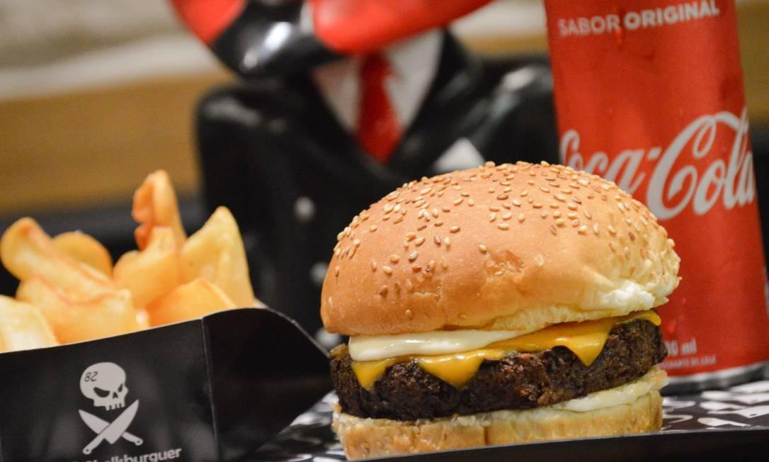 Hell's Burguer. A novidade é o Green Evil: hambúrguer de grão de bico germinado, cheddar, molho chimichurri ou ailoi e pão com gergelim (R$ 30). Rua Muniz Barreto 805, Botafogo. (3442-4486) Foto: Divulgação