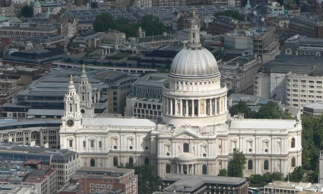 Em 1981, o príncipe Charles se casava com Diana Spencer (mais tarde conhecida como Lady Di) na Igreja St Pauls, em uma cerimônia assistida por cerca de um bilhão de pessoas. Em 2011, o filho mais velho do casal, William, casou-se com Kate Middleton na Abadia de Westminster, mesmo local onde o corpo de Diana foi velado em 1997 Foto: Visit England
