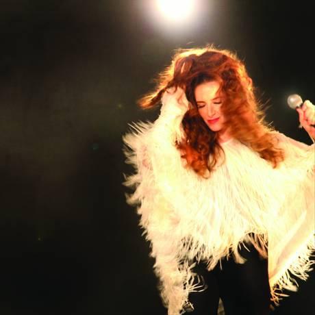 Carolina Ferman interpreta o solo Foto: Divulgação/Julio Ricardo