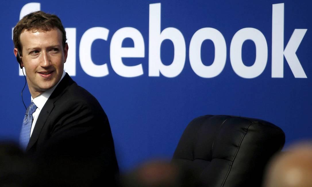 Foco da batalha digital. CEO do Facebook, Mark Zuckerberg é clicado em 2015: rede social foi palco de ações ilegais deliberadas para influenciar o eleitorado Foto: STEPHEN LAM / REUTERS/27-9-2015