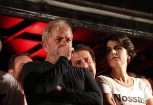 Lula ao lado da pré-candidata do PCdoB, Manuela D'Ávila Foto: Marcos Alves / Agência O Globo