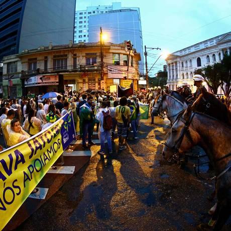 Ato de Lula em Curitiba tem cordão de isolamento e hostilidade Foto: HEULER ANDREY / AFP