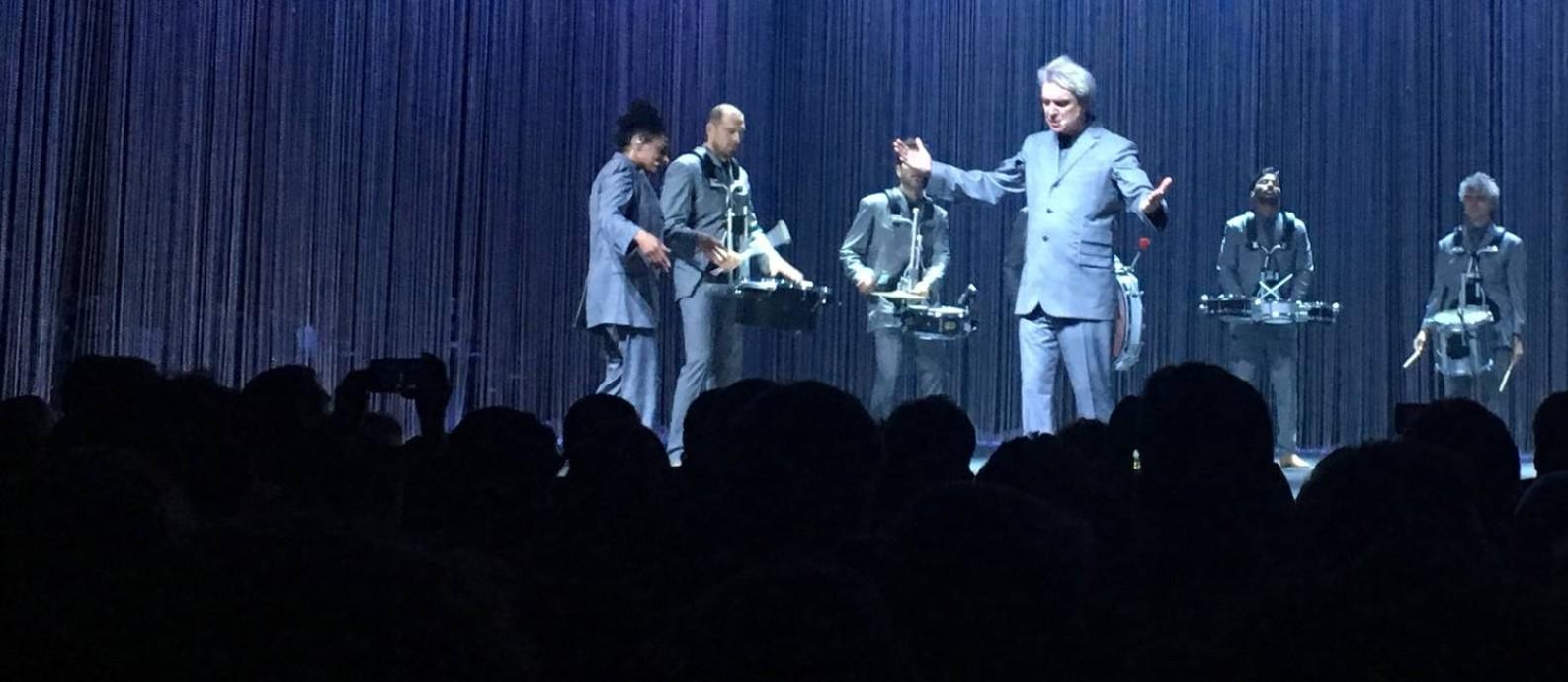 David Byrne em show no Rio Foto: O Globo