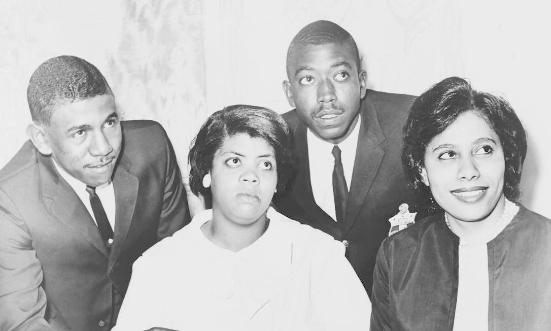 Foto de 1964 mostra Linda Brown: 14 anos antes, quando ela tinha 7 anos, o seu pai quis matriculá-la numa escola exclusiva para brancos em Topeka, capital do estado americano do Kansas. A sua decisão mudaria a História: o caso foi parar na Suprema Corte e colocaria fim a décadas de segregação nas escolas públicas em 1954. O processo combinou cinco ocorrências de Delaware, Kansas, Carolina do Sul, Virgínia e Washington. Linda, quando adulta, virou professora e morreu em março de 2018 Foto: LIBRARY OF CONGRESS / AFP