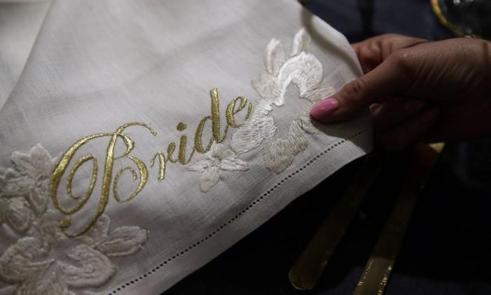 Detalhe de um dos vestidos da Wedding Gallery: nome do estilista responsável pelo vestido de Meghan ainda é desconhecido Foto: Alastair Grant / AP