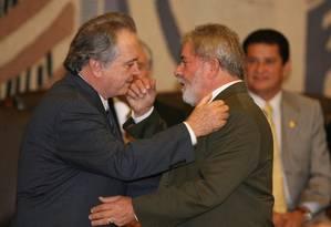 Lula cumprimenta Rossi durante sua posse no ministério Foto: Roberto Stuckert Filho / Divulgação/ Presidência da República
