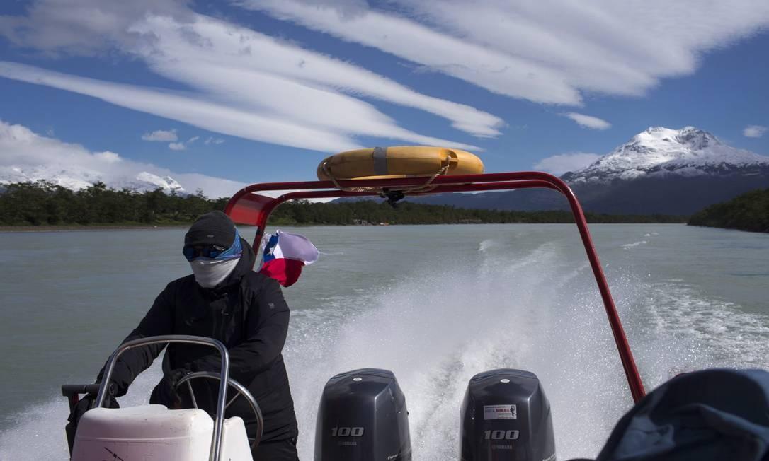 Navegação no Rio Serrano, dentro do Parque Nacional Torres del Paine Foto: Edilson Dantas / Agência O Globo