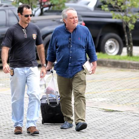 Wagner Rossi, ex-ministro da Agricultura, é escoltado pela Polícia Federal Foto: PAULO WHITAKER / REUTERS